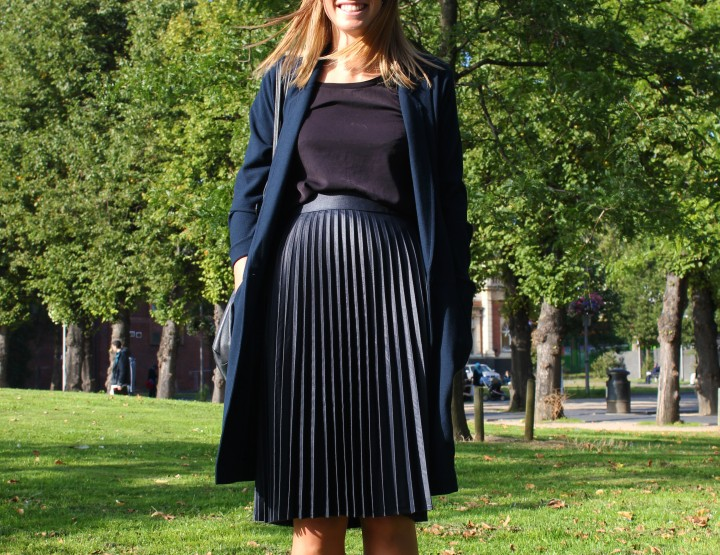 PLEATED SKIRT LADY – LOVELY!