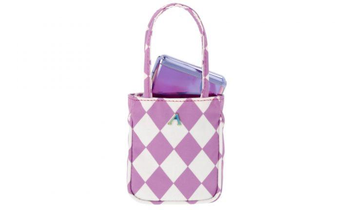 Šminka, aksesoari, gedžeti: must - have svake ženske torbice
