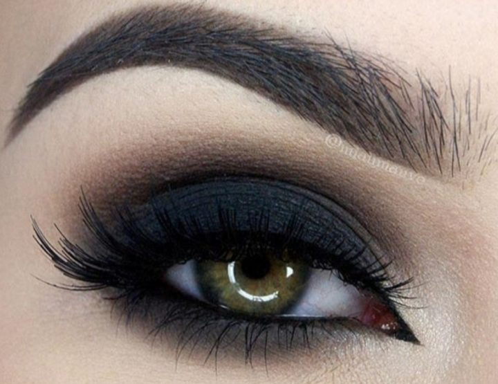 Smokey eyes: magija